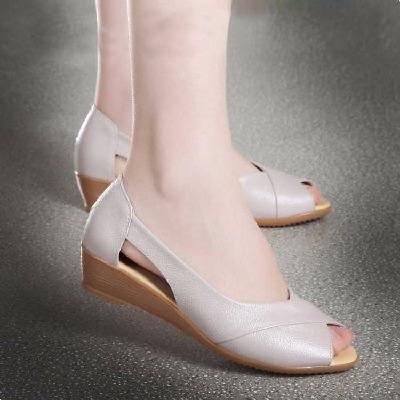 妈妈鞋凉鞋女夏真皮软底舒适女平底中跟中年大码鱼嘴女鞋2018新款
