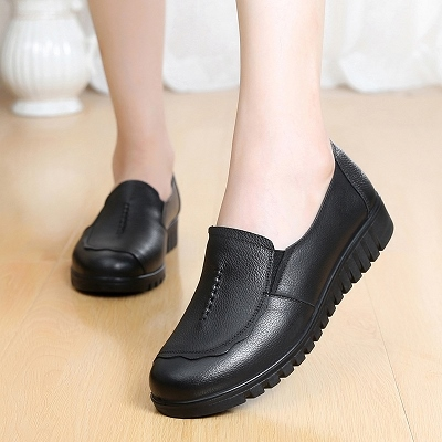 妈妈鞋真皮软底平底单鞋中老年女鞋休闲大码平跟中年老人皮鞋女
